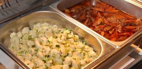 Megkezdődtek a közétkeztetési szakácsverseny elődöntői