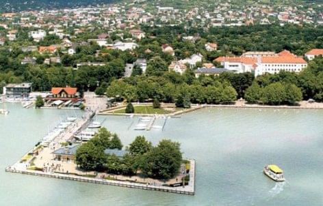 Balatoni turisták ezrei bosszankodtak a vasárnapi zárva tartás miatt