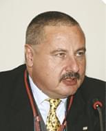 dr. Köves András kereskedelmi igazgató