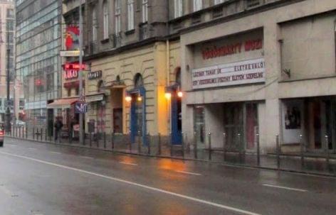 Speciális kávéház lehet a volt Vörösmarty moziból