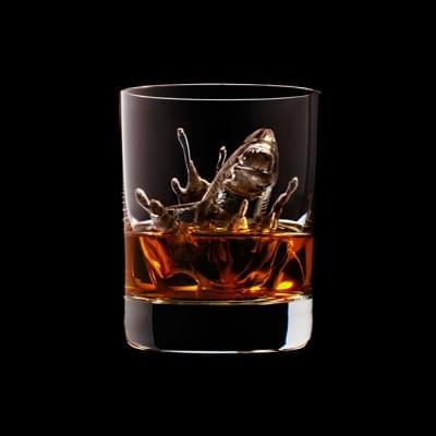 Mindent elnyel a whisky - A nap kepe 5