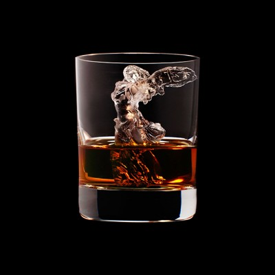 Mindent elnyel a whisky - A nap kepe 6
