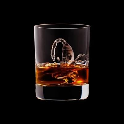Mindent elnyel a whisky - A nap kepe 7