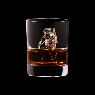 Mindent elnyel a whisky - A nap kepe 8