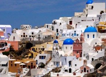 Kétharmaddal zuhant a Görögországba látogató turisták száma