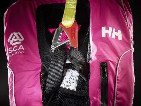 A Helly Hansen technikai vitorlázó sportruházatában induló női csapat először nyert a világ leghíresebb óceáni vitorlásversenyén