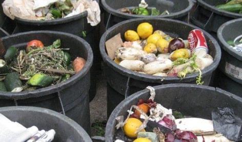 Magyarországon 1,8 millió tonna élelmiszert dobnak ki évente