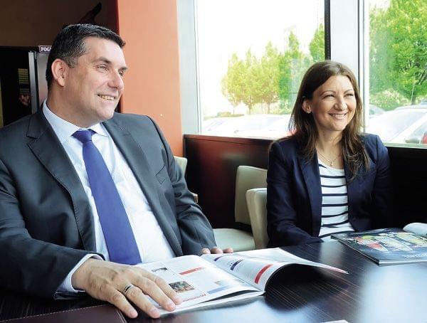 Manfred Litschka, a TCC regionális értékesítési igazgatója és Nagy Adrienn, a TCC magyar leányvállalatának kereskedelmi igazgatója