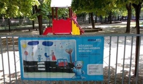 Gyermekek plakátjai hívják fel a figyelmet a biztonságos közlekedésre