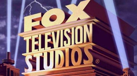 Gordon Ramsay további két évig főz a Fox csatornán