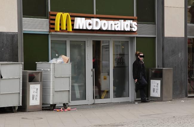 Tuntetes a McDonalds-nel - A nap kepe 8