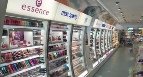 Megszépült eladótérrel és széles termékkínálattal várja a vásárlókat a Szentendrén újranyíló dm