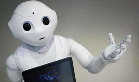 Megérkezett Franciaországba a robot-eladó