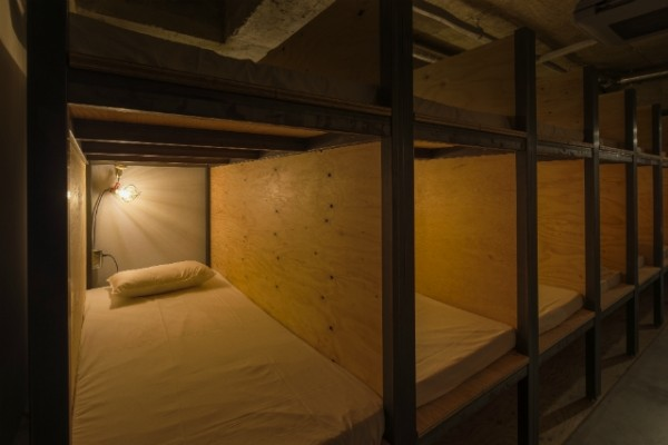 Felig konyvtar, felig hostel - A nap kepe 7