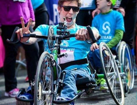 Már látható Fenyvesi Zoltánnal aka wheelchairguy-jal  az idei Coca-Cola karácsonyi reklámfilm