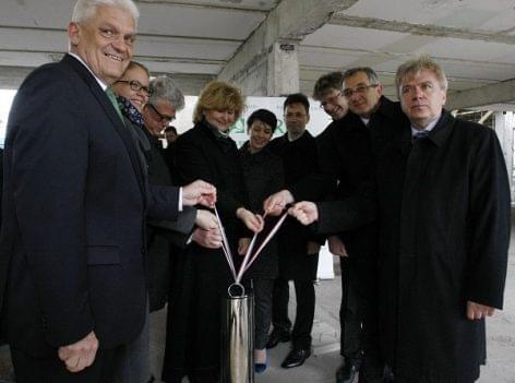 Letették a Béres új gyártórészlegének alapkövét