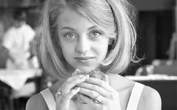 A szep no es a hamburger - A nap kepe 8