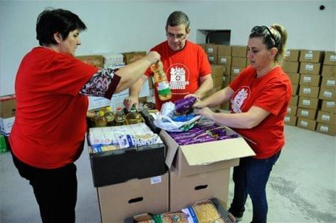 Több tonna tartós élelmiszert gyűjtöttek debreceni civil szervezetek