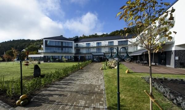 Négycsillagos szállodát adtak át Hollókõn