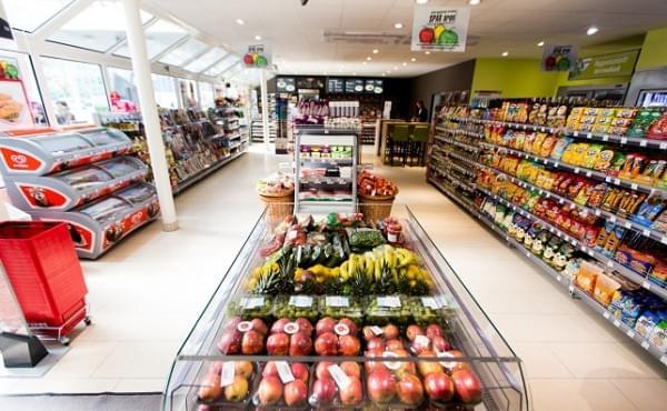 Az 50. Spar express-koncepció szerinti ÖMV-shop megnyitója a Budafoki úton.