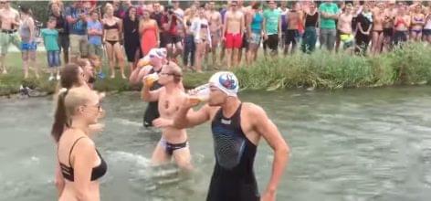 Úszóverseny, ahol talán még előny is némi sörhas – A nap videója