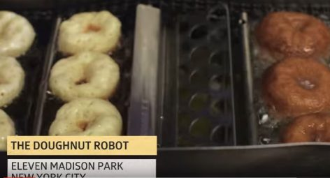 A robot is making these awesome donuts