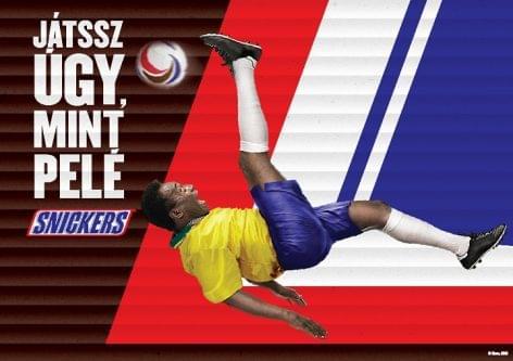 A Snickers legújabb kampánya a futball előtt tiszteleg