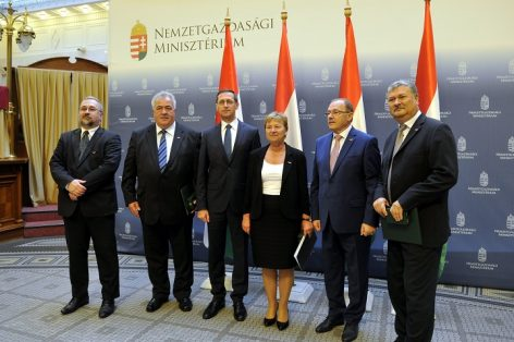 The leaders  of the COOP chain were awarded with the Hungarian Golden Cross of Merit