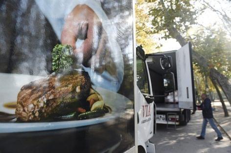 Harminc tonna, rászorulóknak szánt ételt szállítottak keresztül Budapesten az élelmezési világnapon