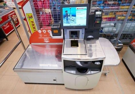 Önkiszolgáló kasszák segítik a vásárlást a SPAR-nál