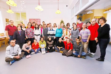 Syngenta's employees help disabled yong people with their Christmas collections