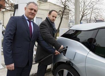 Elektromos töltőállomás csomópontot létesített az MVM Partner Zrt. és a Reál Hungária Kft.