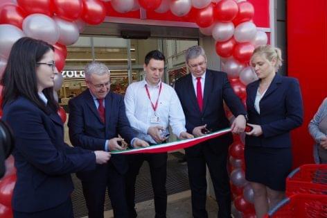 Új koncepcióval nyitott üzletet az Auchan