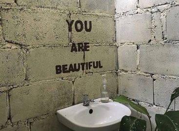 A legszebb üzenet a mosdóból – A nap képe