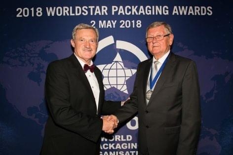 A legmagasabb nemzetközi elismerés a Dunapack Magyarország nyugalmazott vezetőjének, a CSAOSZ korábbi elnökének