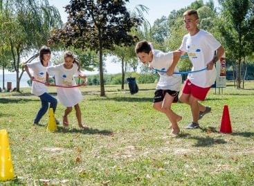 Közel 34 millió forint adományt gyűjtött a Tesco a rászoruló gyermekek támogatására