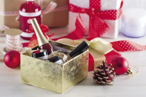 Practical and stylish: Gift packs under the Christmas tree