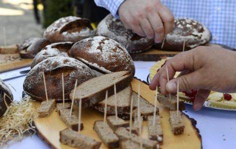Az ország tortái és kenyerei is kóstolhatók a Magyar Ízek Utcájában
