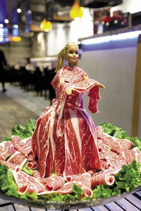 Húsos kis Barbie, jó pénzért