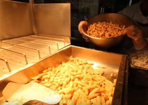 Nagymamáink már nem, street foodosaink még nem csinálják – A nap videója