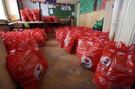 Több mint 284 tonna élelmiszert adtak a SPAR vásárlói nehéz sorsú embereknek