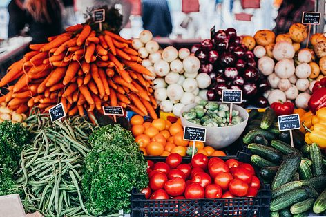 Ellentétes árpályán a zöldség és a gyümölcs