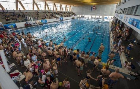 Több ezren úsztak Hosszú Katinkával az Univer24-en