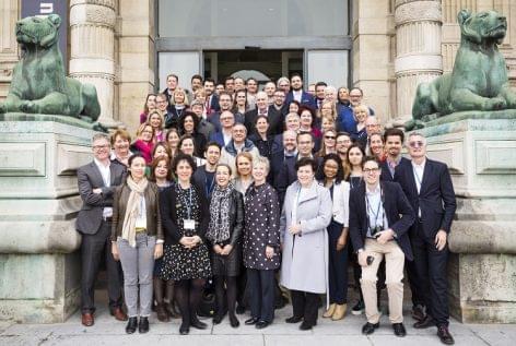 Önszabályozók csúcstalálkozója Párizsban