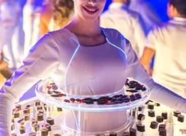 """""""Mozgóárusok"""" a catering rendezvényen – A nap képe"""