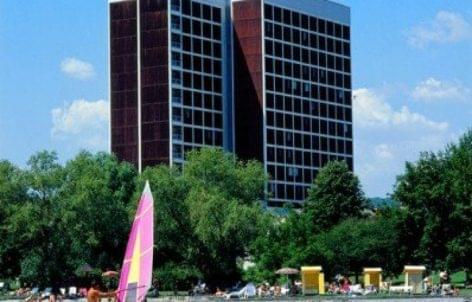 Több százmillióból fejlesztik a balatonfüredi Marina szállót