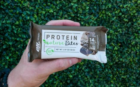 Vegán csokis snack az Optimum Nutritiontól