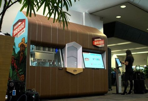 Robotbarista főzi a kávét a Starbucks-nál
