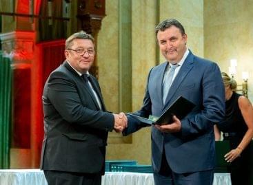 Magyar Érdemrend Lovagkereszt kitüntetést kaptak a Coop üzletlánc vezetői