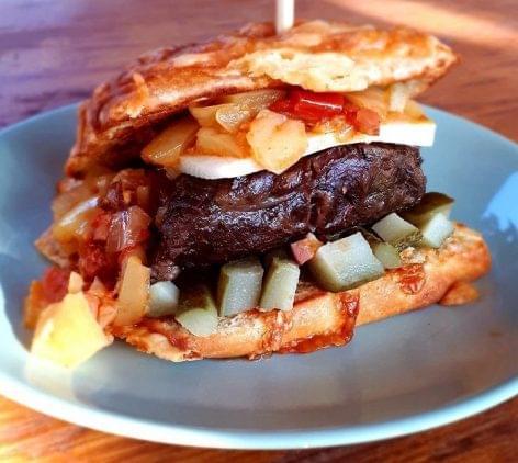 Így készül a FoodTruck Show-nyertes mangalica burger